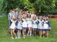 Скачать Школьники Львова пришли на последний звонок с книгами